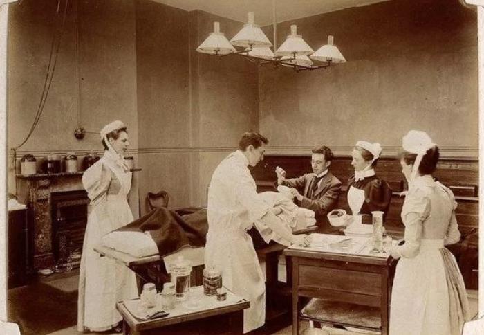 19世纪护士服
